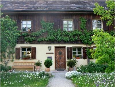 Holz Gartenbank am Haus